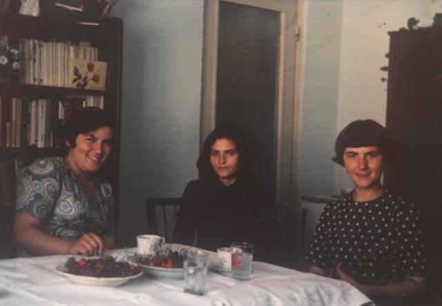 Mama cu Silvia Tarniceru si cu Genoveva Sfatcu la sase luni de vaduvie
