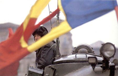 http://mariuscruceru.files.wordpress.com/2009/12/steag-decembrie-1989.jpg