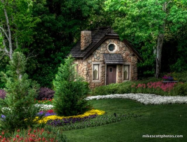cottage-in-forrest-house-hansel-and-gretel